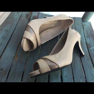 Women's Life Stride Peek Toe Heels Size 8.5M